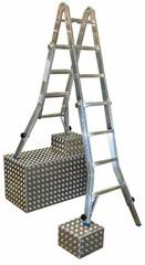Особенности и преимущества:  Четырехсекционная телескопическая алюминиевая шарнирная лестница: применяется как стремянка, как приставная лестница и как две отдельные двусторонние стремянки Благодаря телескопическому выдвижению наружных секций лестницы от